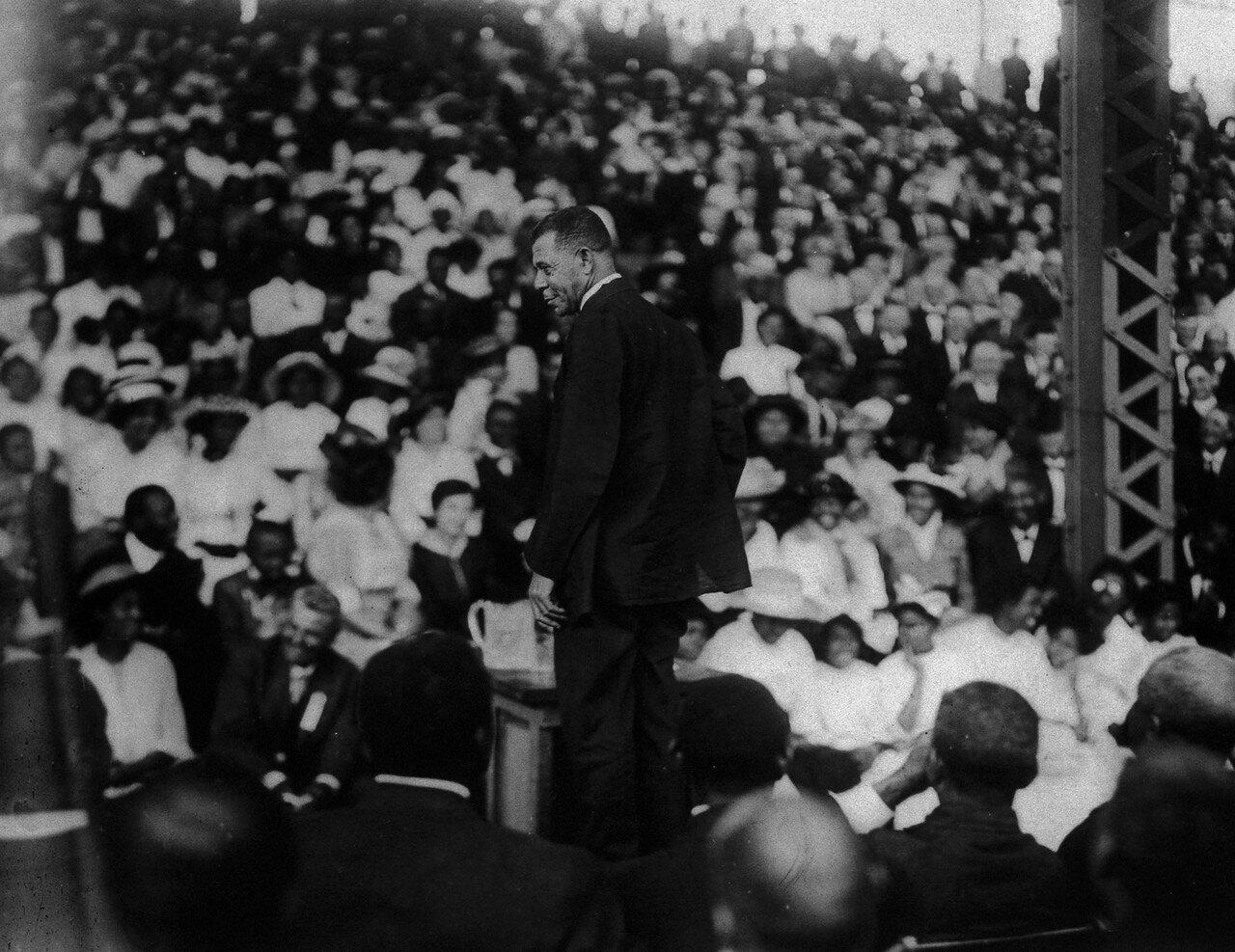 1915. Букер Талиафер Вашингтон, борец за просвещение американских негров в Шривпорте, Луизиана
