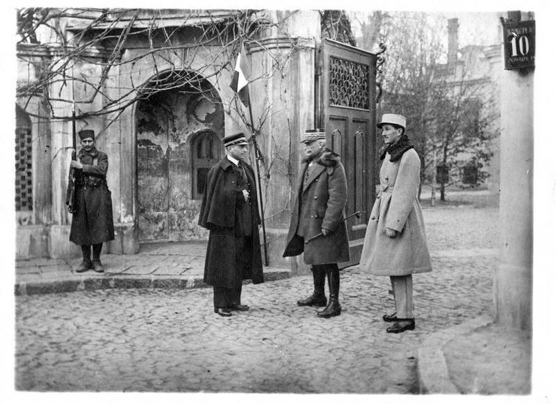 1919. Одесса. Генерал Ансельм, командир союзных войск на юге России, с сыном