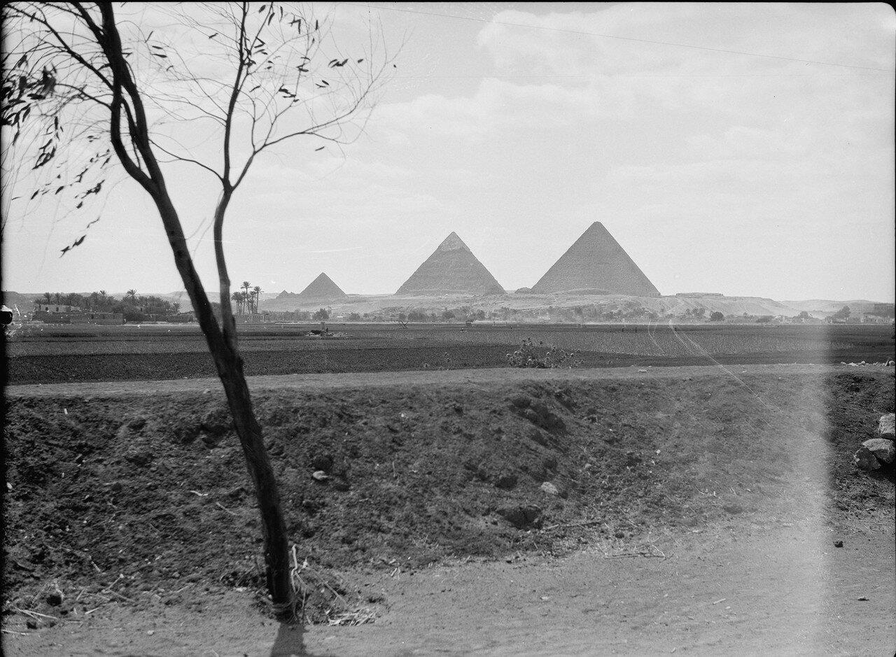 Гиза. Вид пирамид с расстояния. 1934
