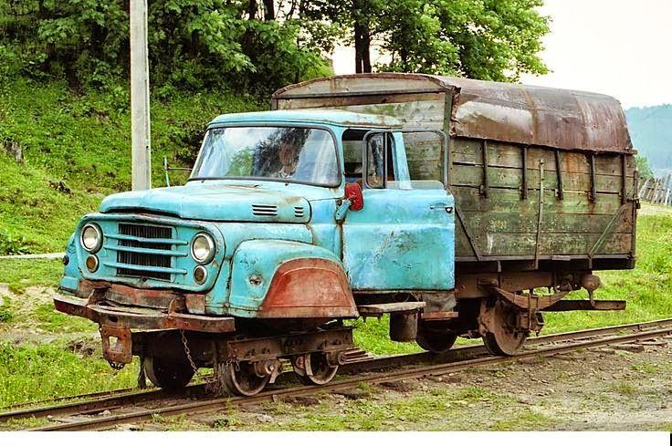 Румыния. Автомобиль на рельсах