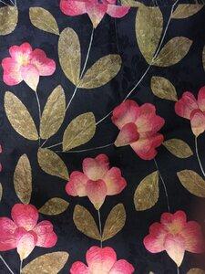 Натуральный шелк черный с цветами 4м