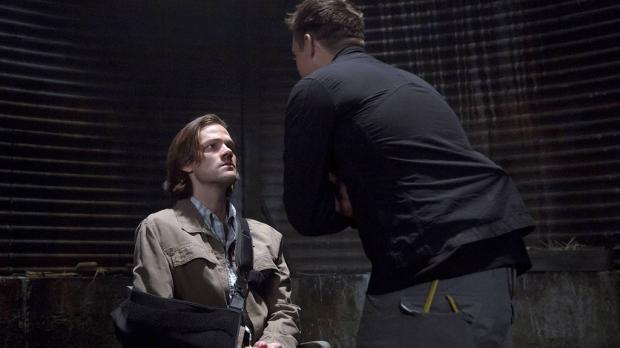 Поиски Дина заводят Сэма в темные места...