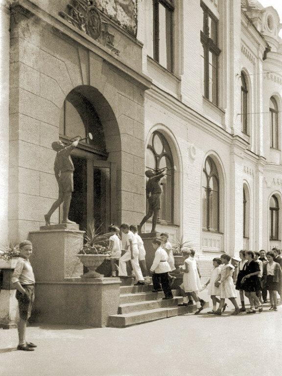 1930. Дворец пионеров и октябрят им. П.П.Постышева (Филармония)