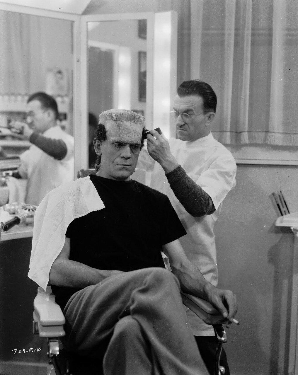 1935. Борис Карлофф гримируется на съемках фильма «Невеста Франкенштейна»