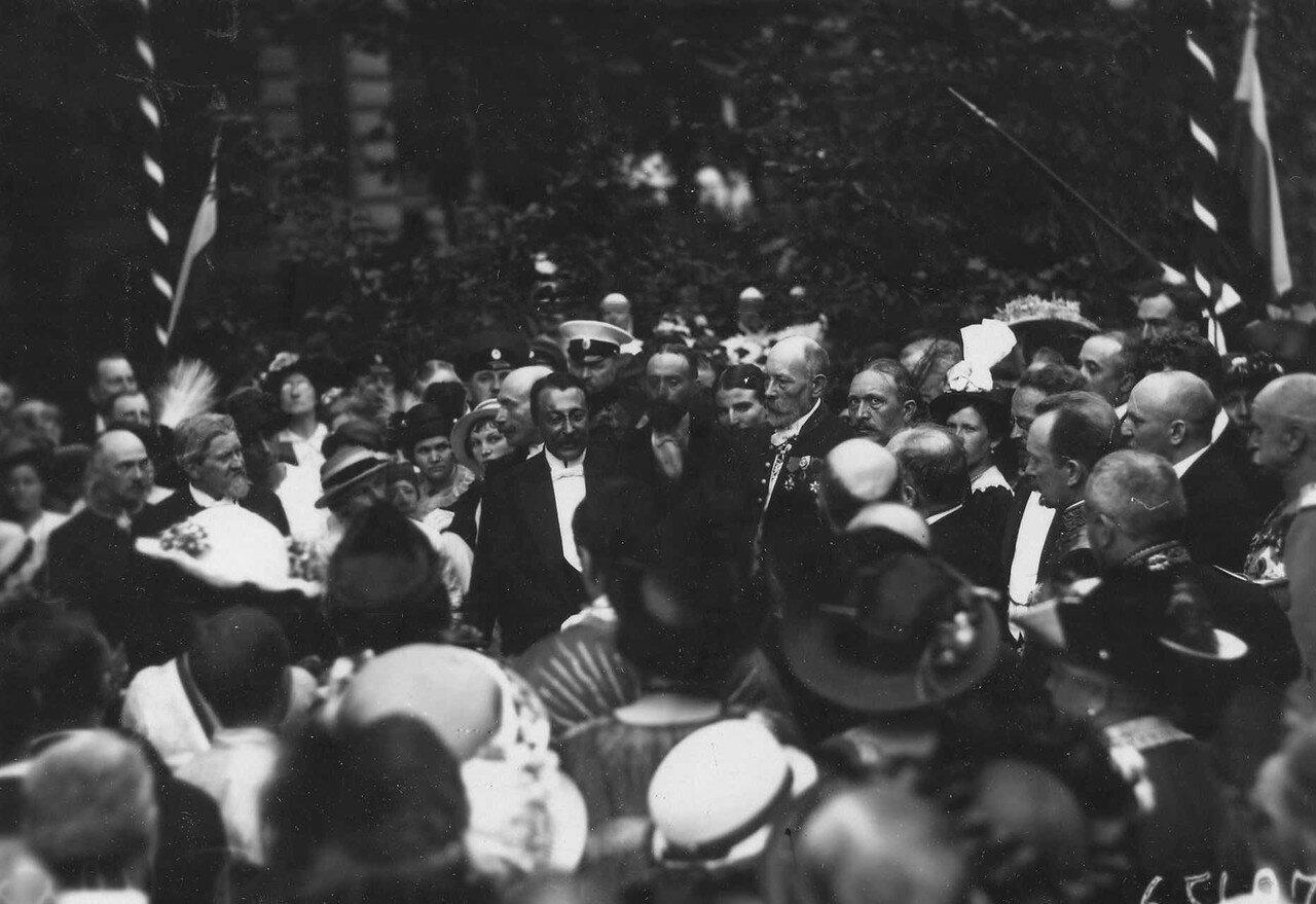 66. Р.Пуанкаре, сопровождающие его лица, сановники, представители дворянства и другие приглашенные гости на закладке здания