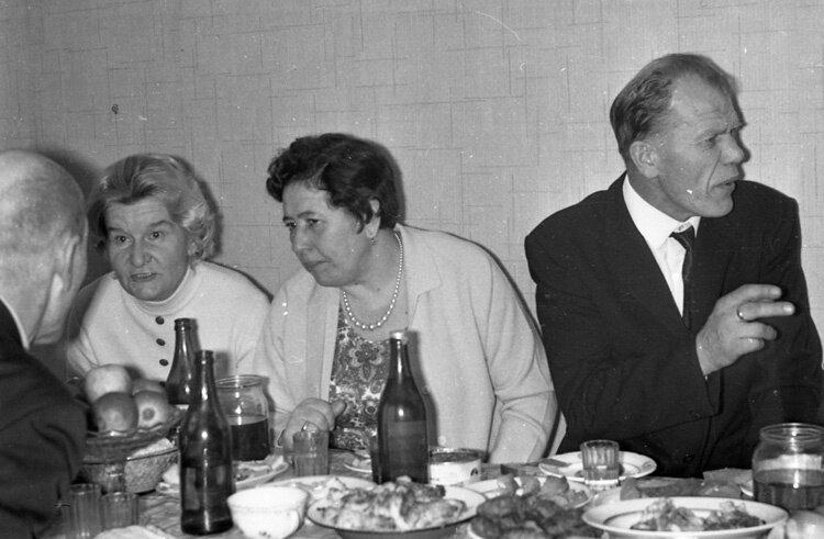 1971. Свадебное застолье.