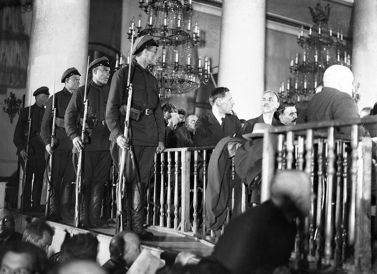 1930. Обвиняемые во время процесса в Верховном суде СССР в Колонном зале Дома союзов по «делу Промпартии»