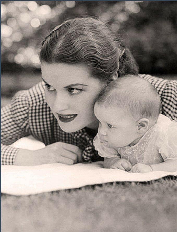 1944. Морин О'Хара со своей дочерью Бронвайн ФитцСимонс
