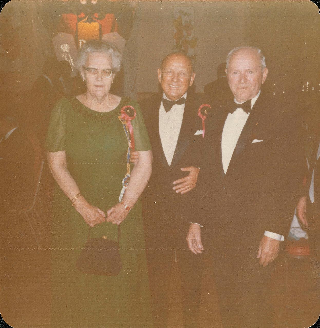 1974. Княгиня Вера Константиновна с двумя джентльменами на обеде в Нью-Йорке