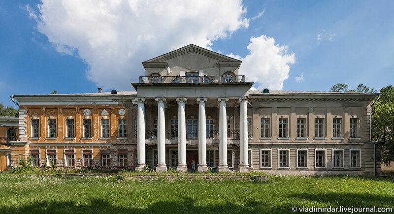 Главный дом в усадьбе Суханово