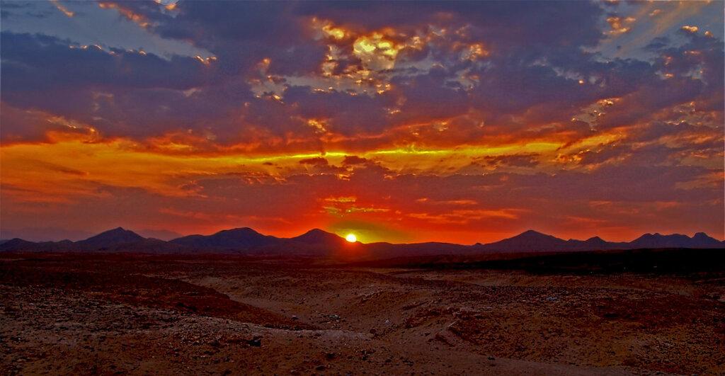 горячее небо пустыни
