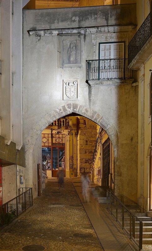 Ночная Коимбра. Ворота Барбакана (Porta de Barbacã)
