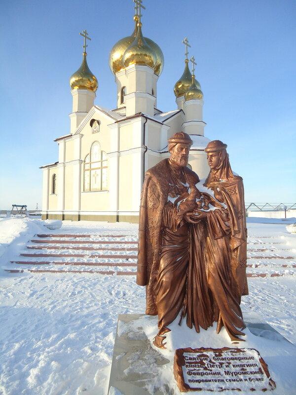 г. Ленинск-Кузнецкий. Памятник Петру и Февронии Муромским