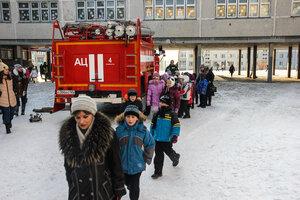Во Владивостоке спасатели провели учебную эвакуацию в школе №74