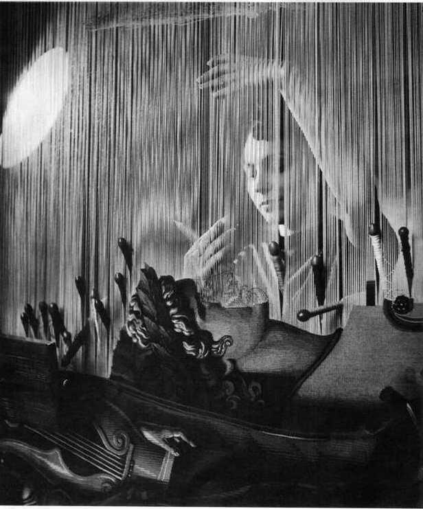 1945. Гобеленова арфа