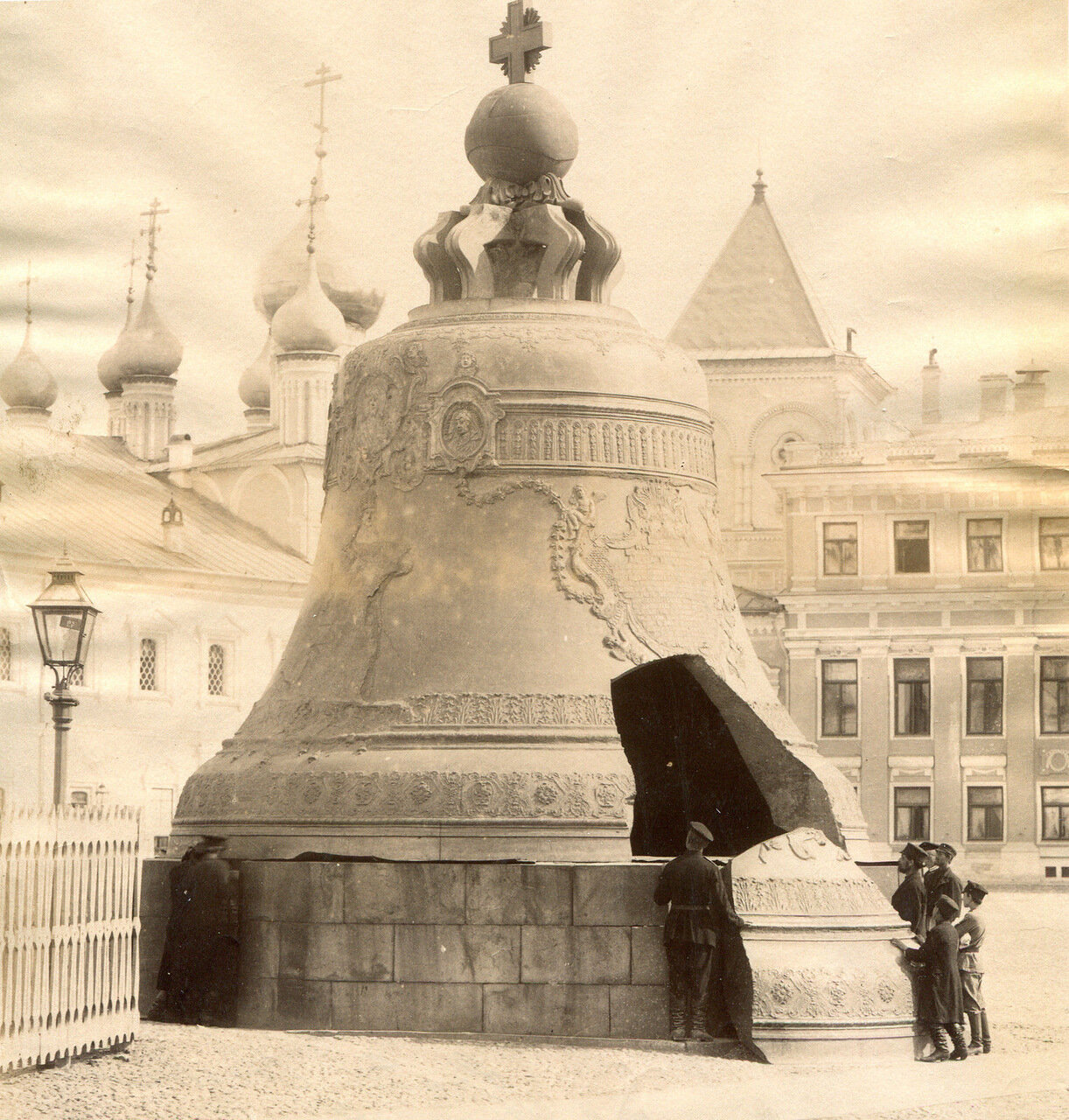 115.  Кремль. Царь колокол
