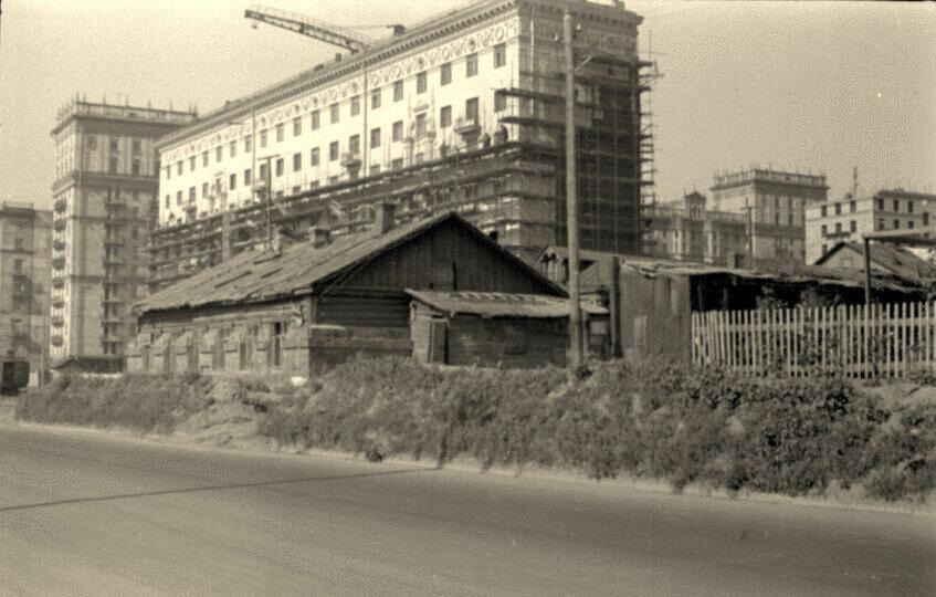 1955. Дом 44 по Фрунзенской набережной.