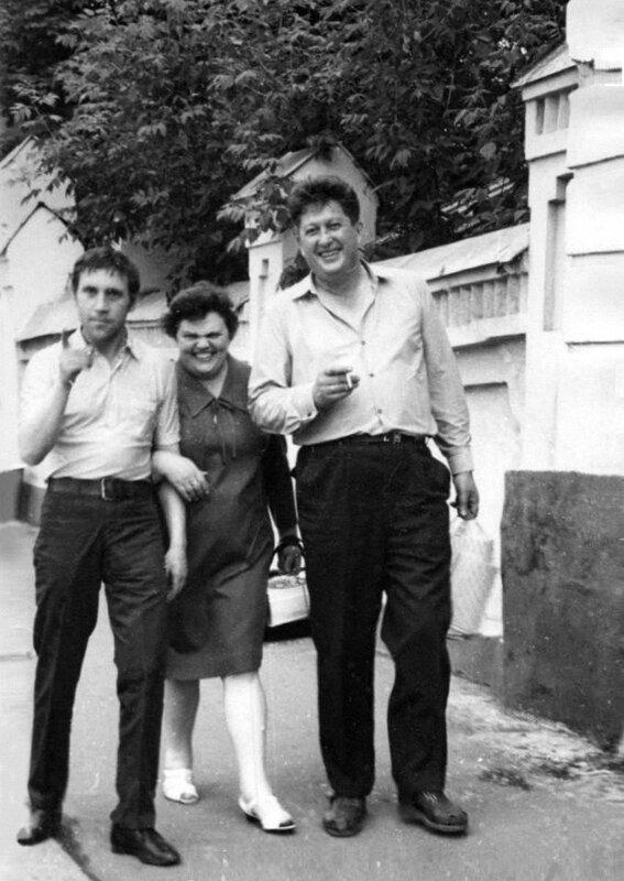 Владимир Высоцкий, Светлана и Валентин Савич в Москве. Фото 1970 года.jpg