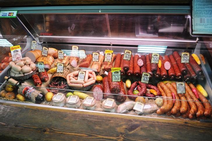 красивая выкладка колбасы в витрине фото того, представители