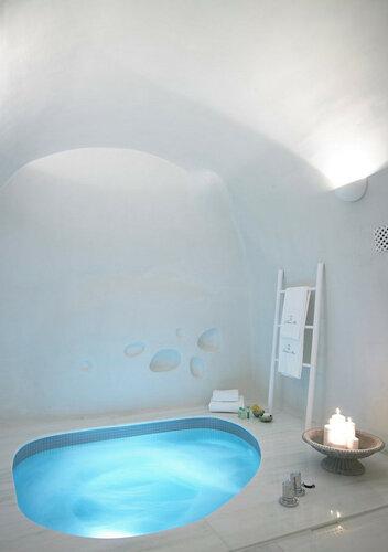 Роскошный отель в пещерах на острове Санторини