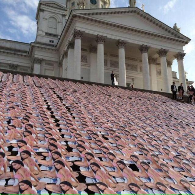 В финской церкви появились фотографии обнаженной Ники Минаж
