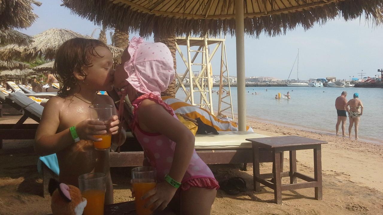 Голые Девушки Отдыхают На Пахре Фото