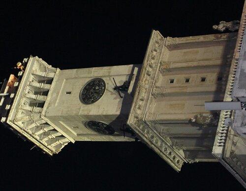 Часы на здании речного вокзала Северного порта.jpg