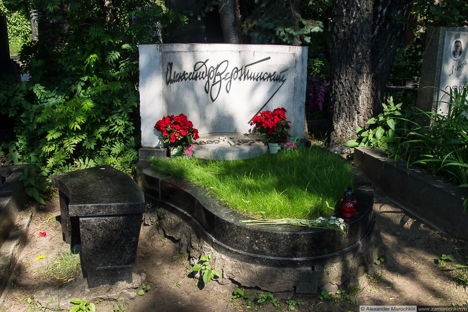 Могила Александра Вертинского на Новодевичьем кладбище