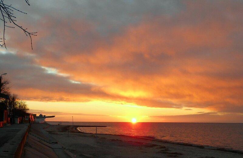 Солнце у горизонта под покровом облаков... DSCN2702.JPG