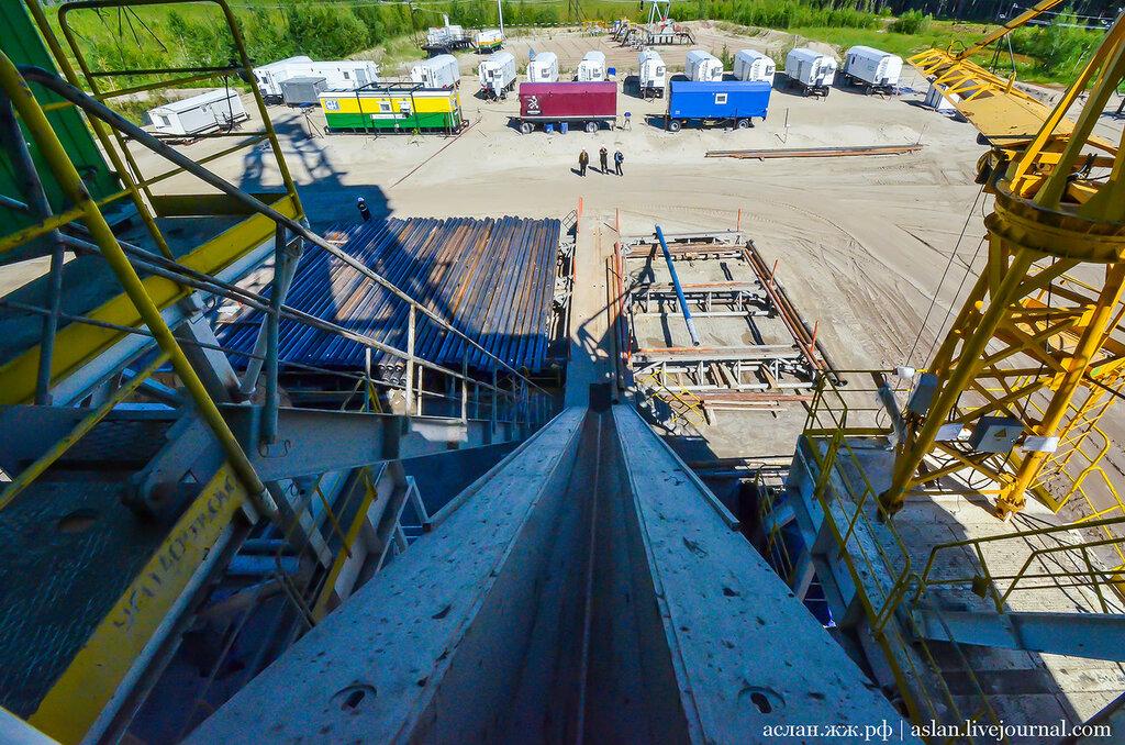 Как выглядит нефтяная буровая установка коротыш