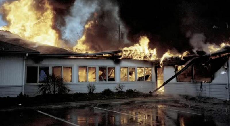 Сожжённый офис деревообрабатывающей компании.