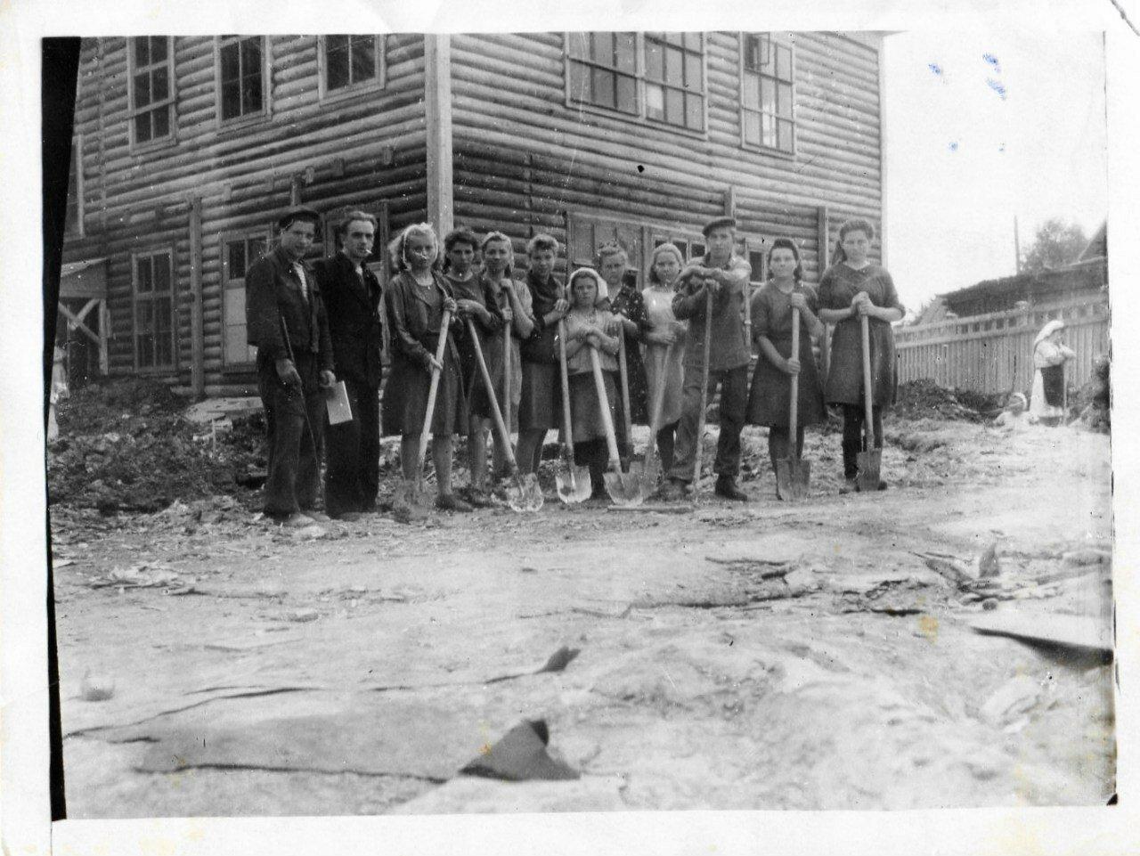 Героев Арктики 31, строительство общежития