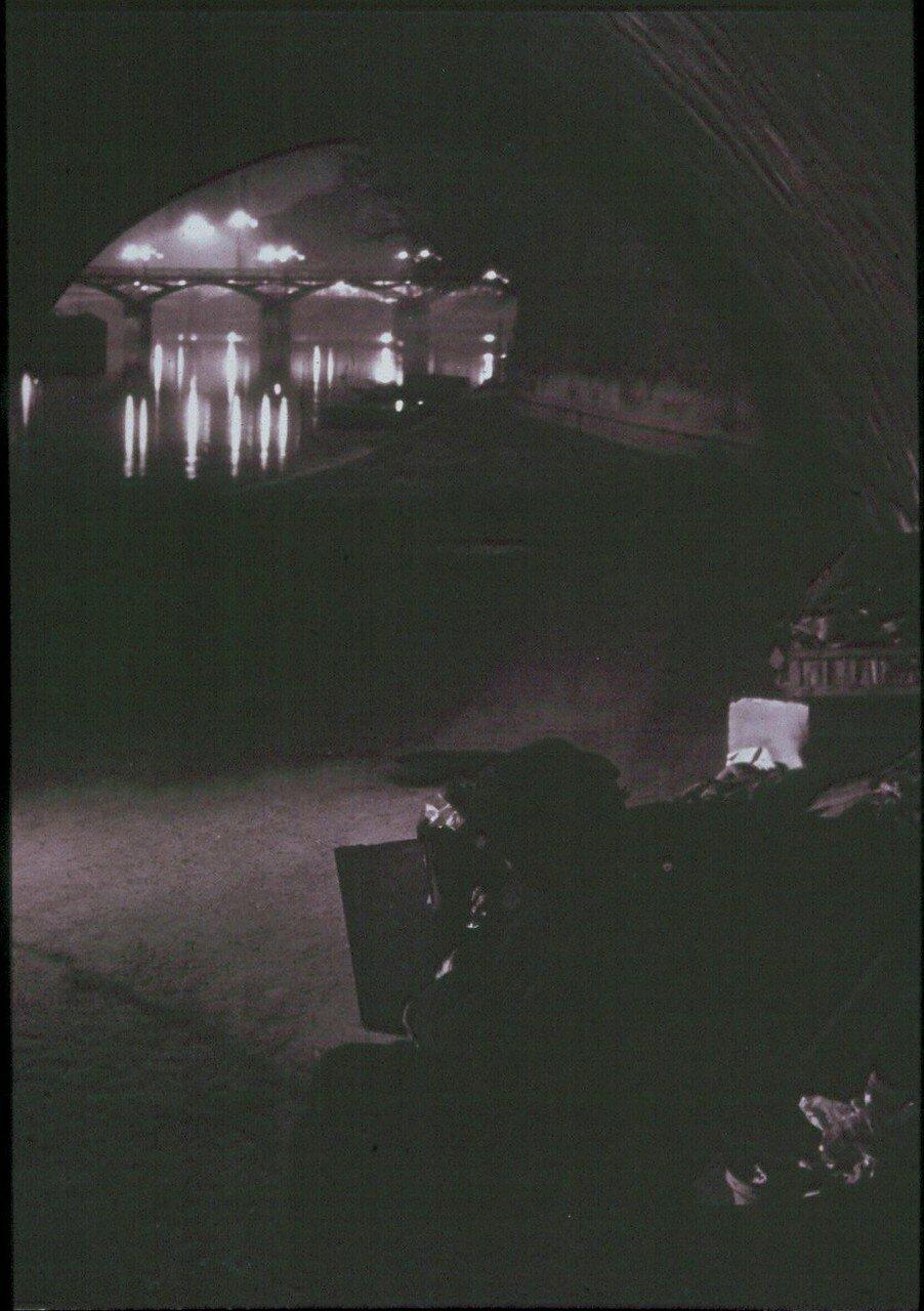 1932. Клошары под Новым мостом
