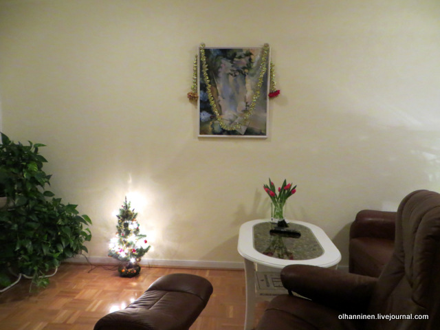 04 цветы и новогодние украшения в гостиной