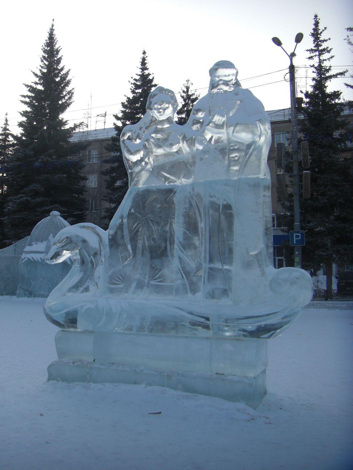 Дед Мороз, Снегурочка илебедь