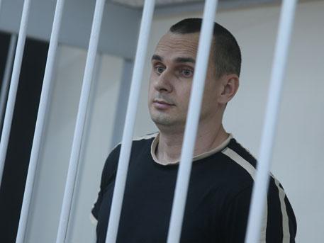 Колумнист «Известий» раскритиковал заявлениеЕС поделу Сенцова