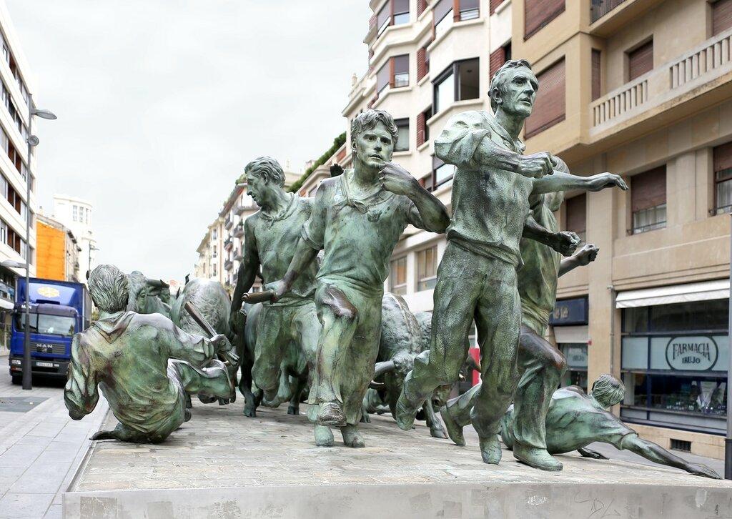 Памплона. Памятник Энсьерро (Monumento al Encierro)
