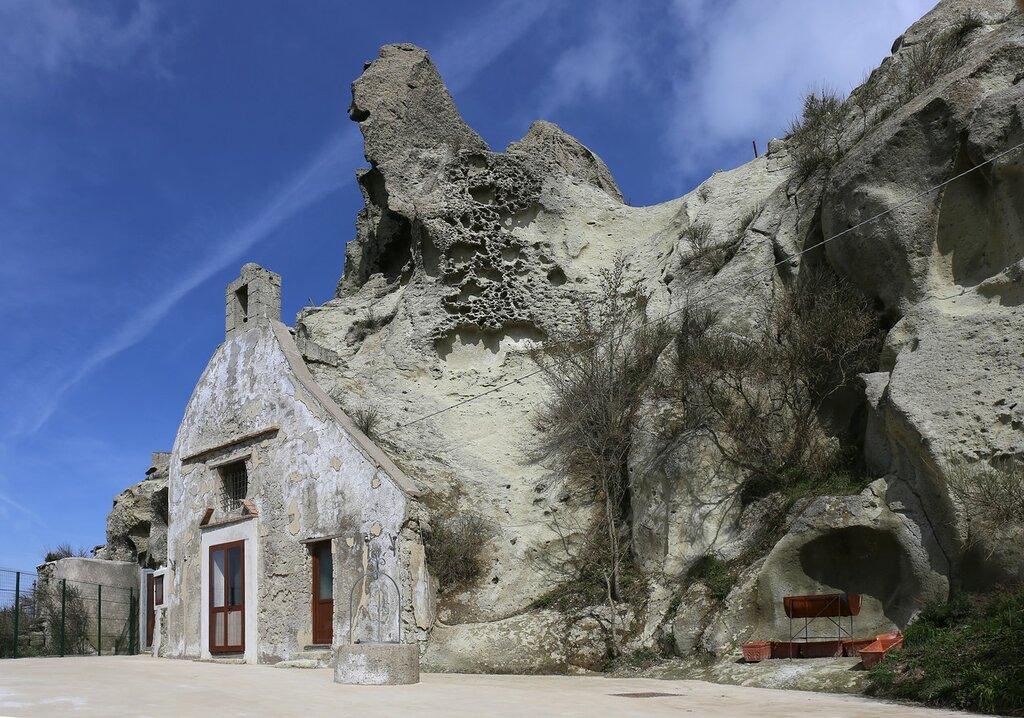 Ischia. The ascent of Monte Epomeo (Monte Epomeo)