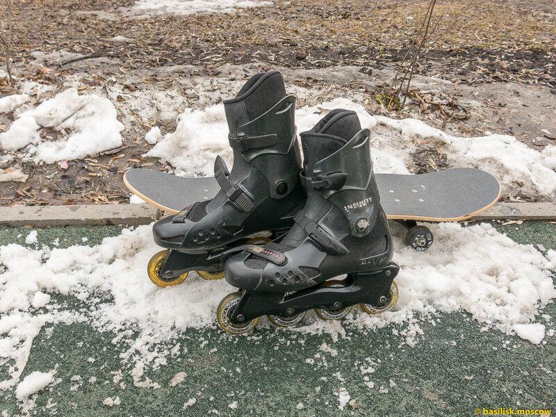 Скейтборд, роликовые коньки на снегу. 2015.