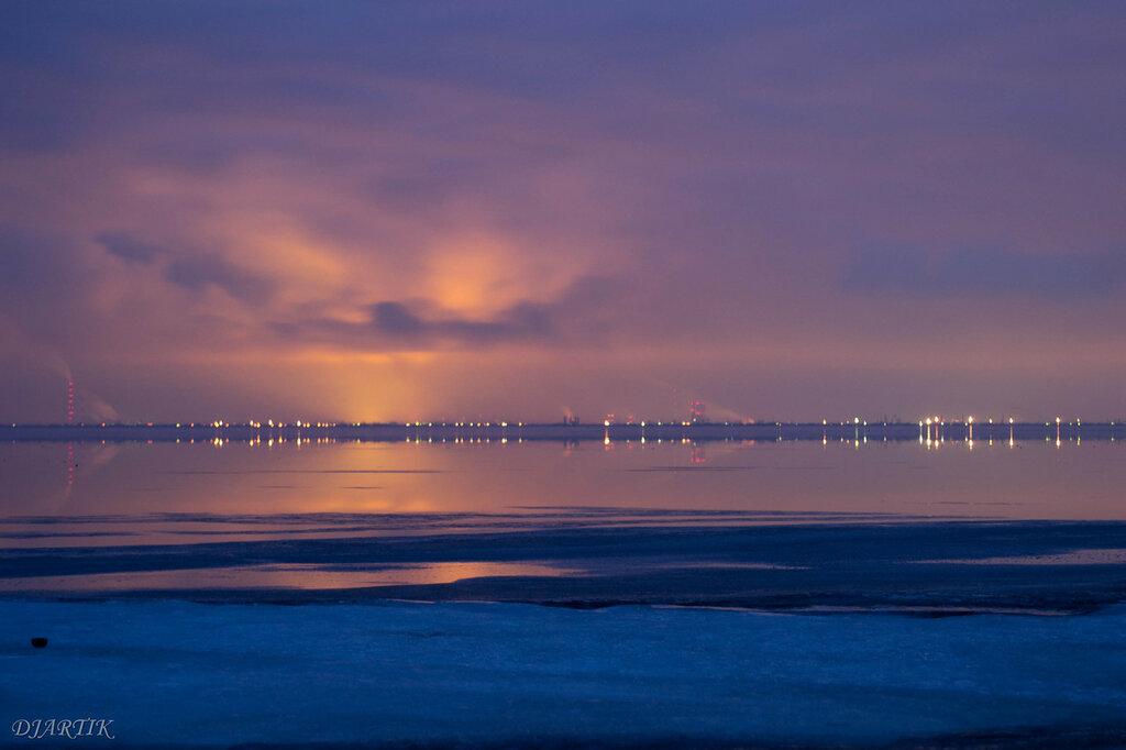 Волгоградское море. Волжский и плотина.