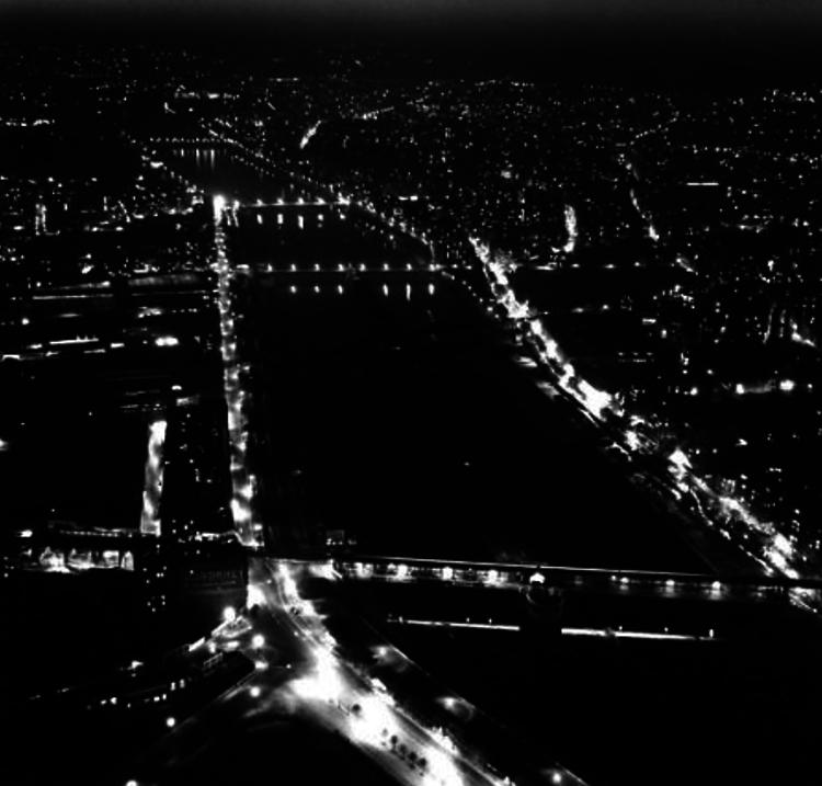 1949. Сена в ночное время