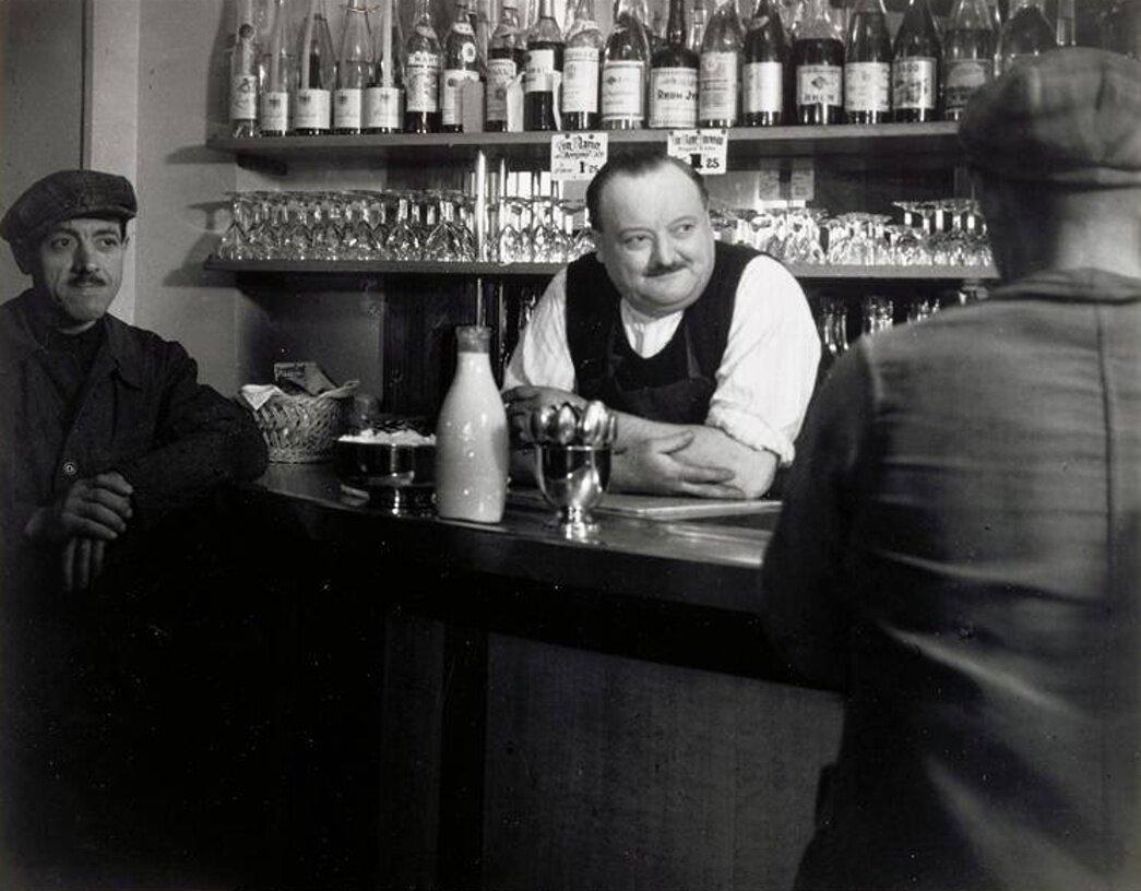 1936. Парижское бистро