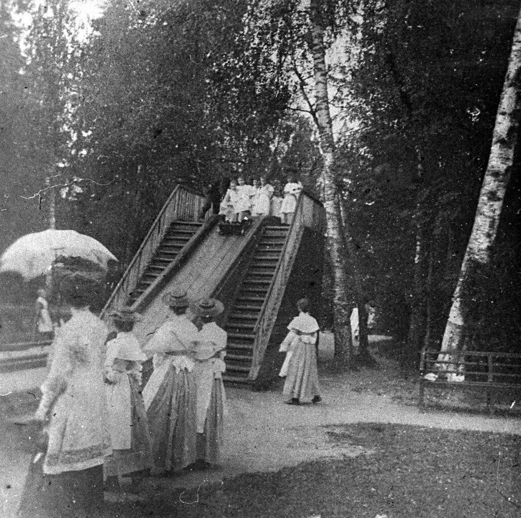 05. Группа воспитанниц на прогулке