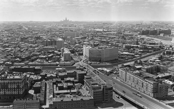 Вид с высотного дома. Автор Грановский Наум, 1960-e.jpg