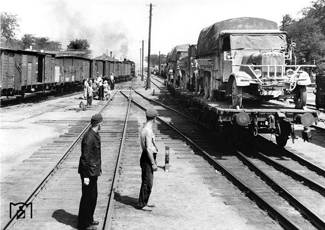 Неизвестная станция в Украине, 1943.jpg