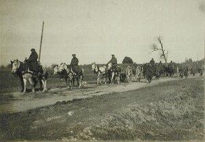 Солдаты одной из армейских частей за перевозкой полкового имущества.