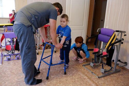 Учимся ходить с ходунками (2)