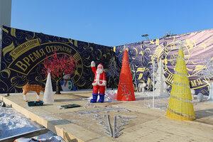 Во Владивостоке завершается монтаж зимнего городка на центральной площади