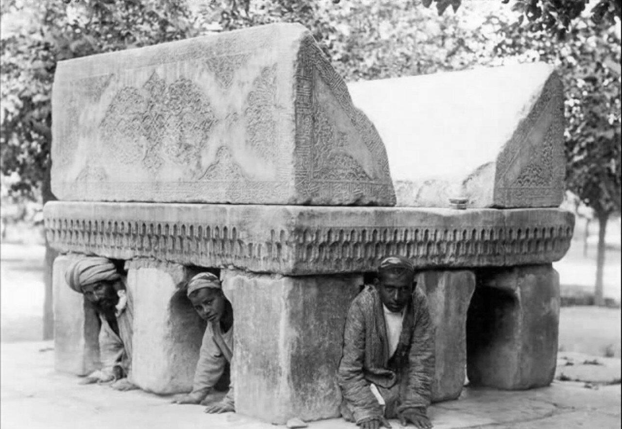 Самарканд. Мраморная подставка под Коран в мечети Биби-Ханум