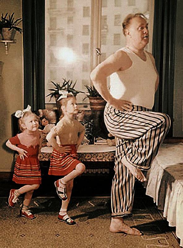 1124 Михаил Жаров с дочерьми Лизой и Аней.jpg